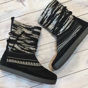 TOMS Black & White Nepal Furry Lined Boots